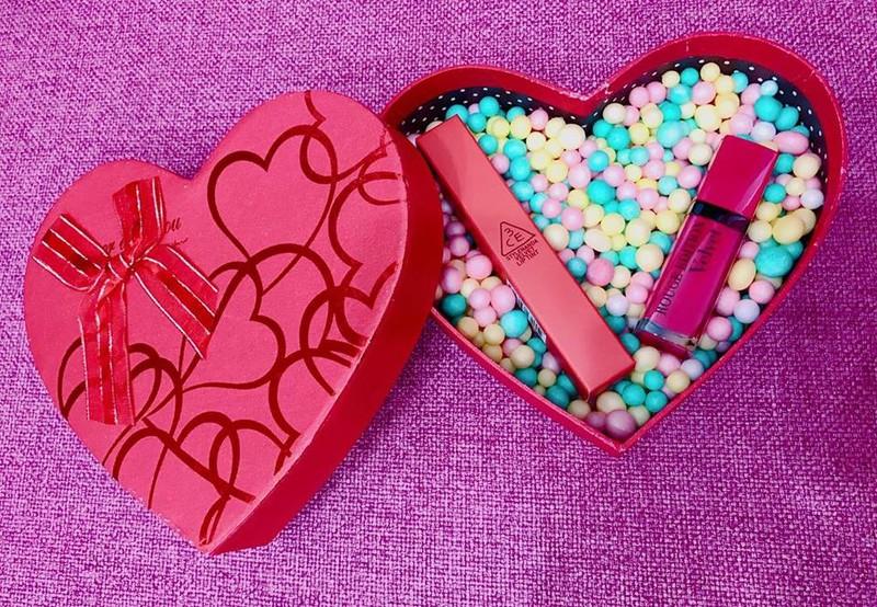 Hộp quà hạt xốp màu tặng bạn gái
